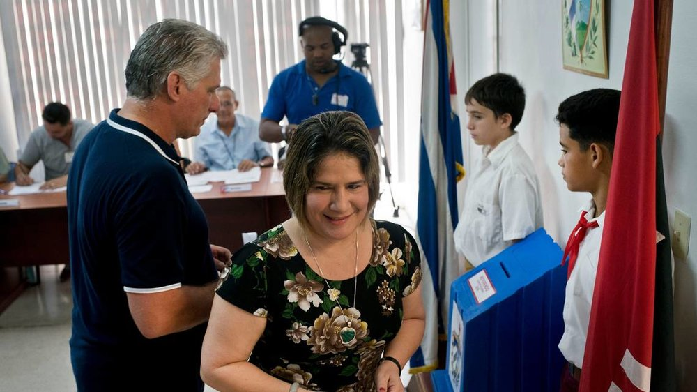 President Díaz-Canel casting his vote.  Photo: Ramon Espinosa, AP/ Miami Herald