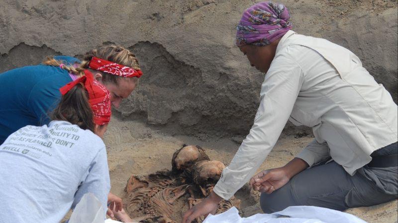 The crew working on the Huanchaquito-Las Llamas site. Photo:  John Verano /The LA Times