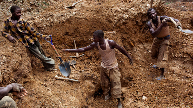 """Small-scale mining has become increasingly popular as a """"livelihood strategy adopted primarily to alleviate poverty in rural areas."""" Some estimates put the number of Nigerians directly involved in small scale mining operations at 500,000. Photo:  Pulse ."""