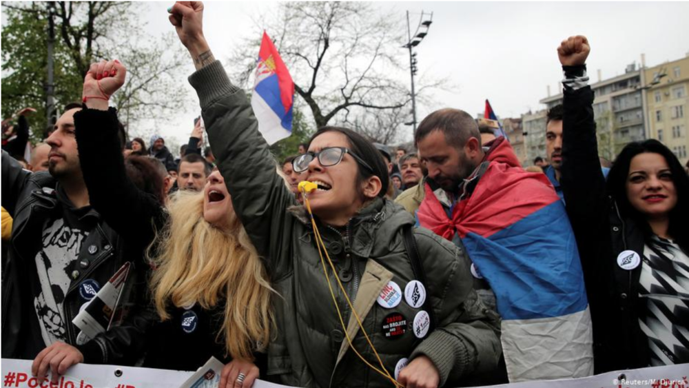 Anti-government demonstrators rally in front of the Serbian parliament building in Belgrade, capital of Serbia, on April 13, 2019. Photo:  Reuters/M. Djurica