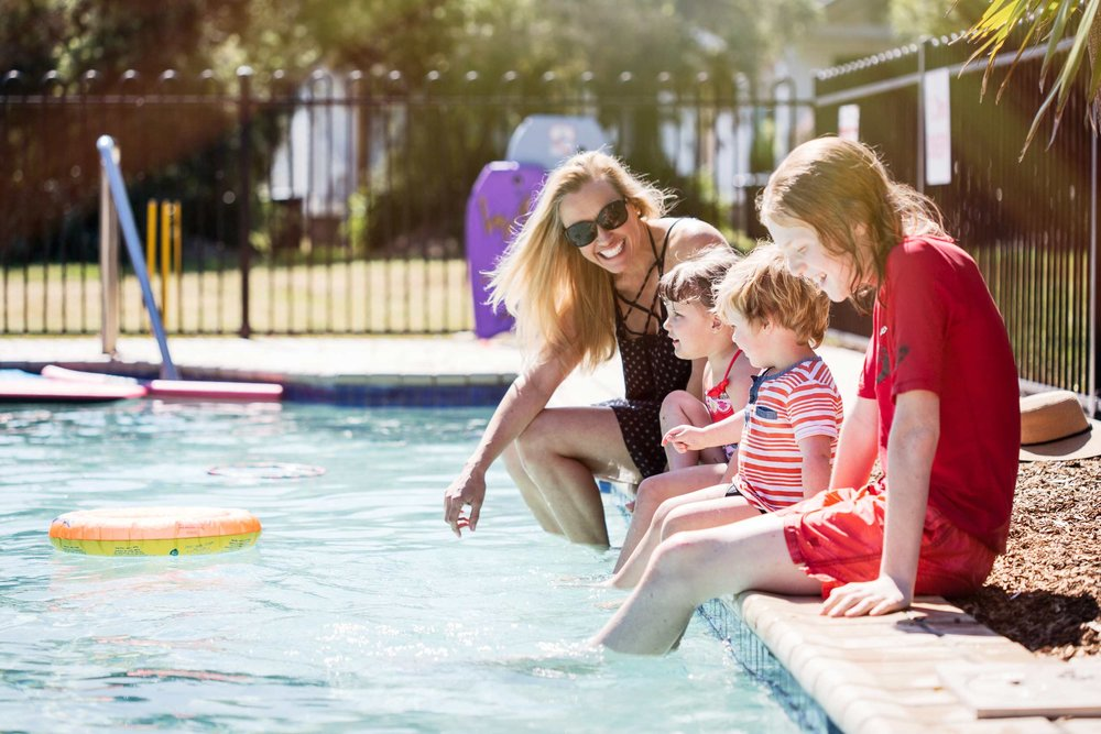 Belmont Bayview Park | Family poolside