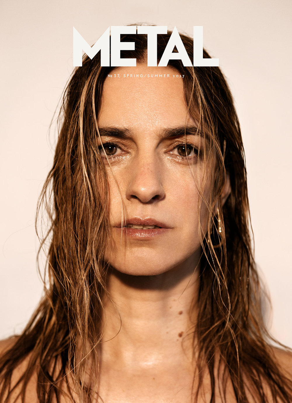 COVER 4 - Joana Preiss photographed by Noel Quintela wearing earring Louis Vuitton.