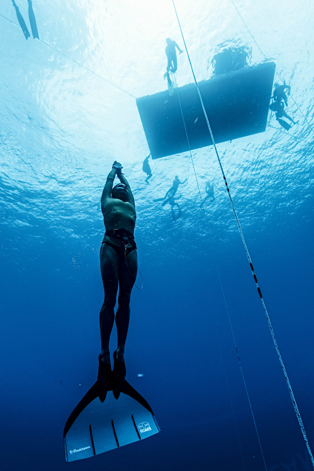 Julia Wheeler wears her Mono Fin, training in Roatan, Honduras. Representing Australia in the 2017 World Freediving Championships. Ranked 12th place overall female / 2nd Australian.