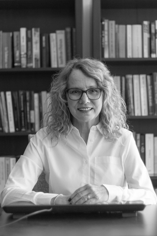 Diane Gauthier   Email:  diane@podlegal.ca  Call:  +1.514.507.5418   Diane s'est jointe à Podlegal en 2015 où elle s'occupe des dossiers parajuridiques et de l'administration générale. Elle a auparavant travaillé pendant plus de 25 ans au sein du département juridique de l'un des plus importants organismes à but non lucratif au Canada.