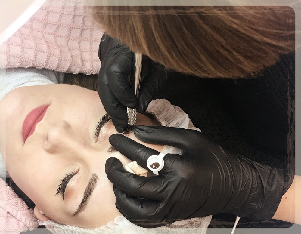 PhiBrows&PhiFusion - Vanaf nu zijn je wenkbrauwen in de beste vorm dat ze ooit geweest zijn! Met de beste producten op dit gebied, PhiBrows, heb je er geen omkijken meer naar. Studio B maakt gebruik van meerdere technieken voor het mooiste resultaat. Elke klant die kiest voor permanente make-up krijgt een uitgebreide intake, zodat we uw wensen goed kunnen doorspreken. Elk gezicht is anders, dus de permanente make-up zal helemaal op u afgestemd worden.