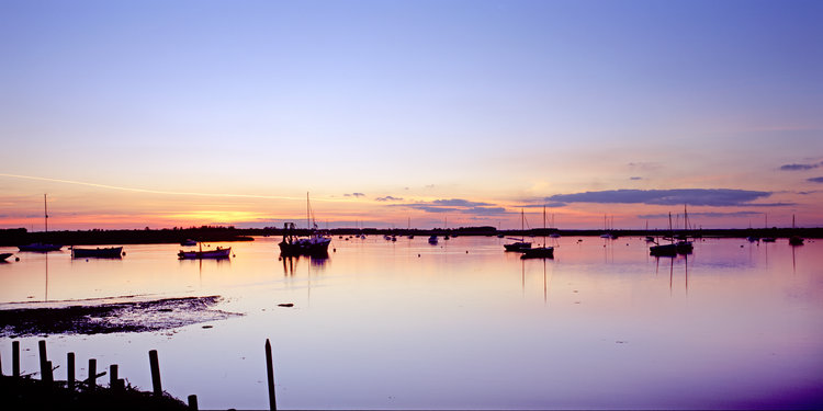 Sunset-on-river-alde-in-suffolk-with-boats-2.jpg