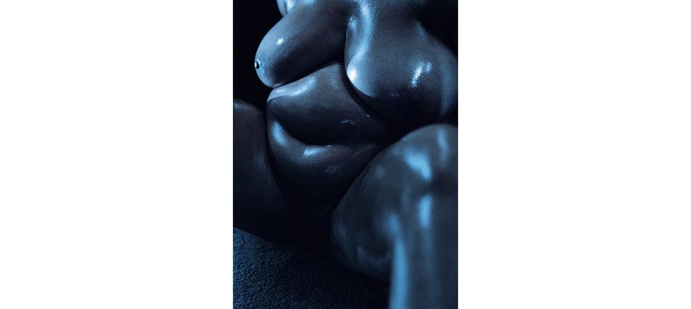 Blue Nudes  Untitled N°6, 2005 Tirage gélatino argentique, 144 x 104 cm | Gelatin silver print 56,59 x 40,94 inches  1/5