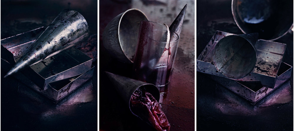 Blood  Triptych N°5, 2000/2014 Tirages gélatino argentique, 3 panneaux 144 x 104 cm chacun | Gelatin silver prints, 3 panels 56,69 x 40,94 inches each  3/4