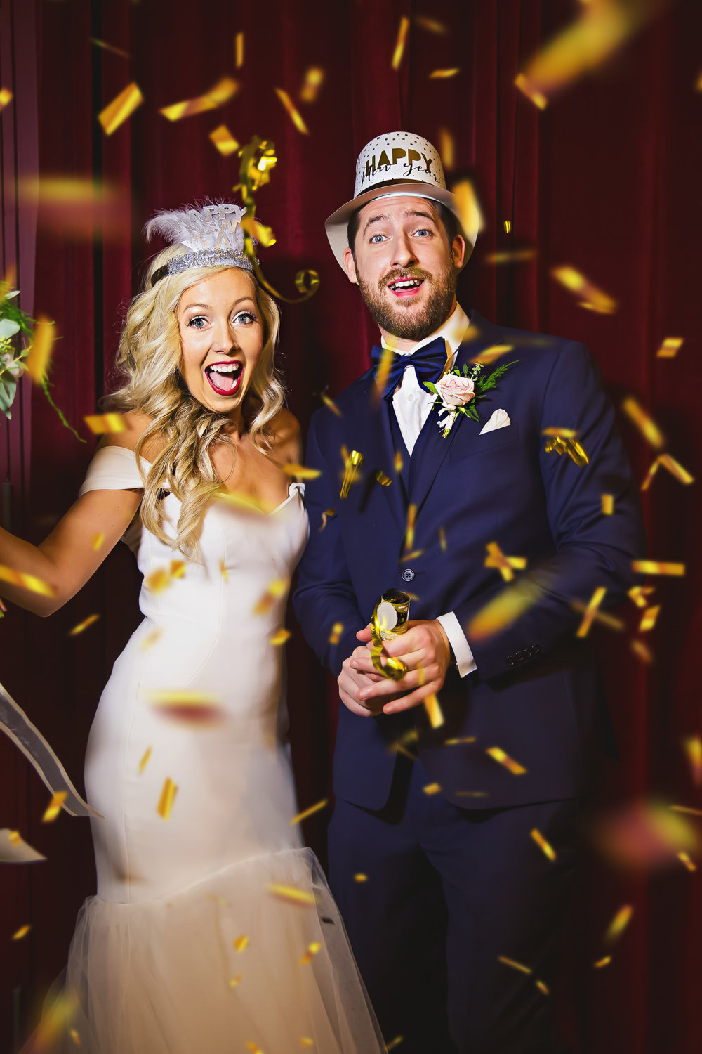 …and we brought along some gold confetti poppers! Because it's not a real New Year's Eve celebration without them (plus, fun wedding photos are our favourite!).