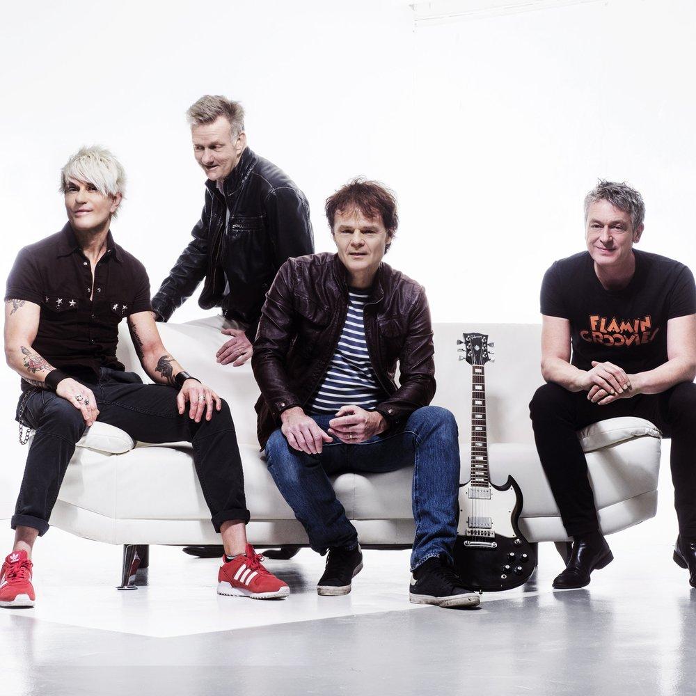 """Wilmer X - Med 999 spelningar och över 20 album i bagaget, återförenas äntligen det legendariska Malmöbandet Wilmer X och ger sig ut på en efterlängtad sommarturné.Bandet, som först gick under namnet Wilmer Pitt, har två av sina originalmedlemmar från 70-talet kvar; Jalle Lorensson och Nisse Hellberg. Trummisen Sticky Bomb och basisten Thomas Holst har anslutit senare. Framgångsrecept är enkelt: """"rock i ordets mest trångsynta och traditionella mening"""" – ett av många klassiska Hellberg-citat. Med hits som Teknikens under och Vem får nu se alla tårar, gjorde bandet en lysande karriär under 80- och 90-talet. I år firar de 40-årsjubileum, vilket firas med en fullspäckad sommarturné runt om i landet.På scen lördag 30 juni"""