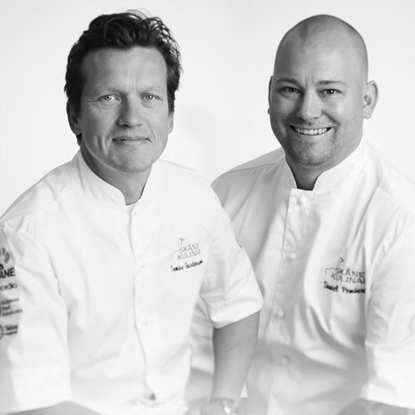 Vad får det lov att vara? - Våra kockar Tomas Gustafsson och Daniel Pembert har varit med oss sedan starten 2014. Tillsammans har de en imponerande meritlista, där bland annat Nobelmiddagen, matlagnings-VM och -OS samt stora företagsmiddagar till företag som IKEA och Siemens finns med. Sugen? Spana in årets festivalmeny här.