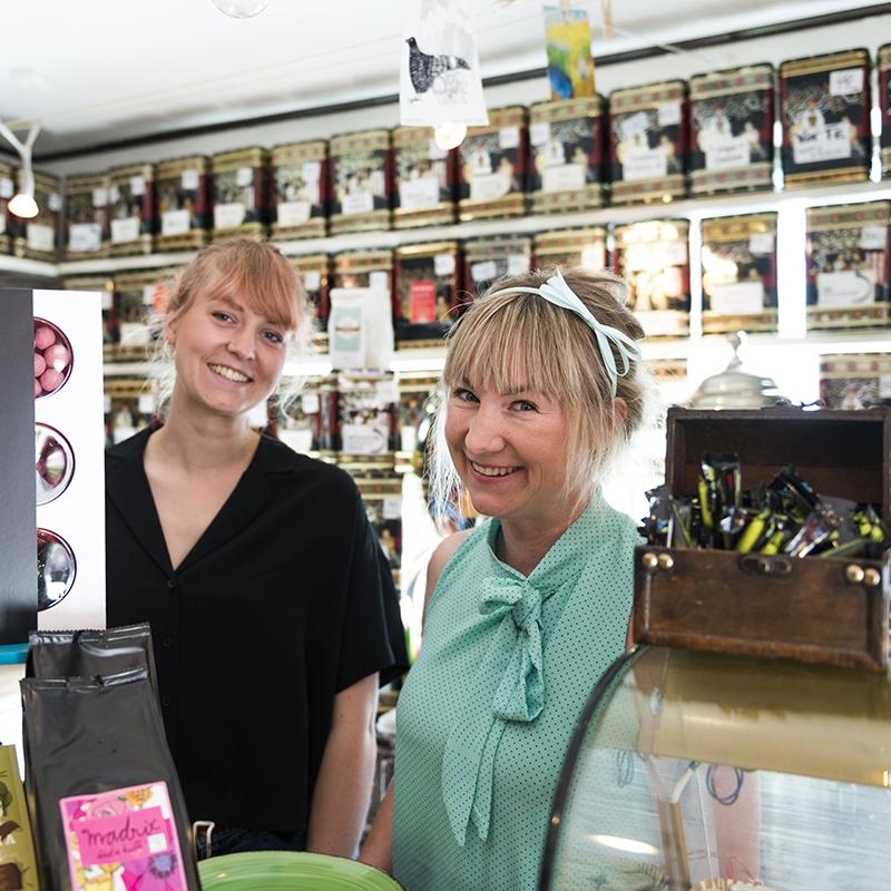 Njut av lyxigt kaffe - I år kommer Madde med personal från Café Madrix i Hässleholm att finnas på plats för att servera dig lyxigt kaffe med noga utvalda och delikata praliner. Tidigare i år fick Madrix den oerhörda äran att motta ett White-Guide-certifikat; ett av de mest åtråvärda utmärkelserna inom internationell kaféverksamhet.
