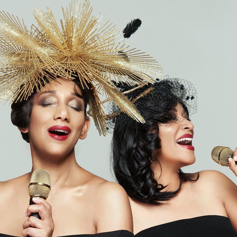 """Sister Sledge - En av musikhistoriens mest ikoniska """"tjejband"""" kommer till Torsjö Live. Systrarna var under 70/80-tal synonymt med amerikans disco av bästa märke. Med hits som """"We are family"""" och """"He´s the greatest dancer"""" och otaliga samarbeten med de främsta inom soulen har Sister Sledge spridit glädje till generationer.Systrarna har genom åren spelat för presidenter och påvar. Nu kommer de till Torsjö Live för att sjunga för oss.Kim och Debbie Slegde kommer nu med sitt 8-man starka band till Torsjö Live fredagen 28 juni. Dans, glädje och sväng på Torsjö Lives stora scen där ingen kommer att kunna stå still.På scen fredag 28 juni"""