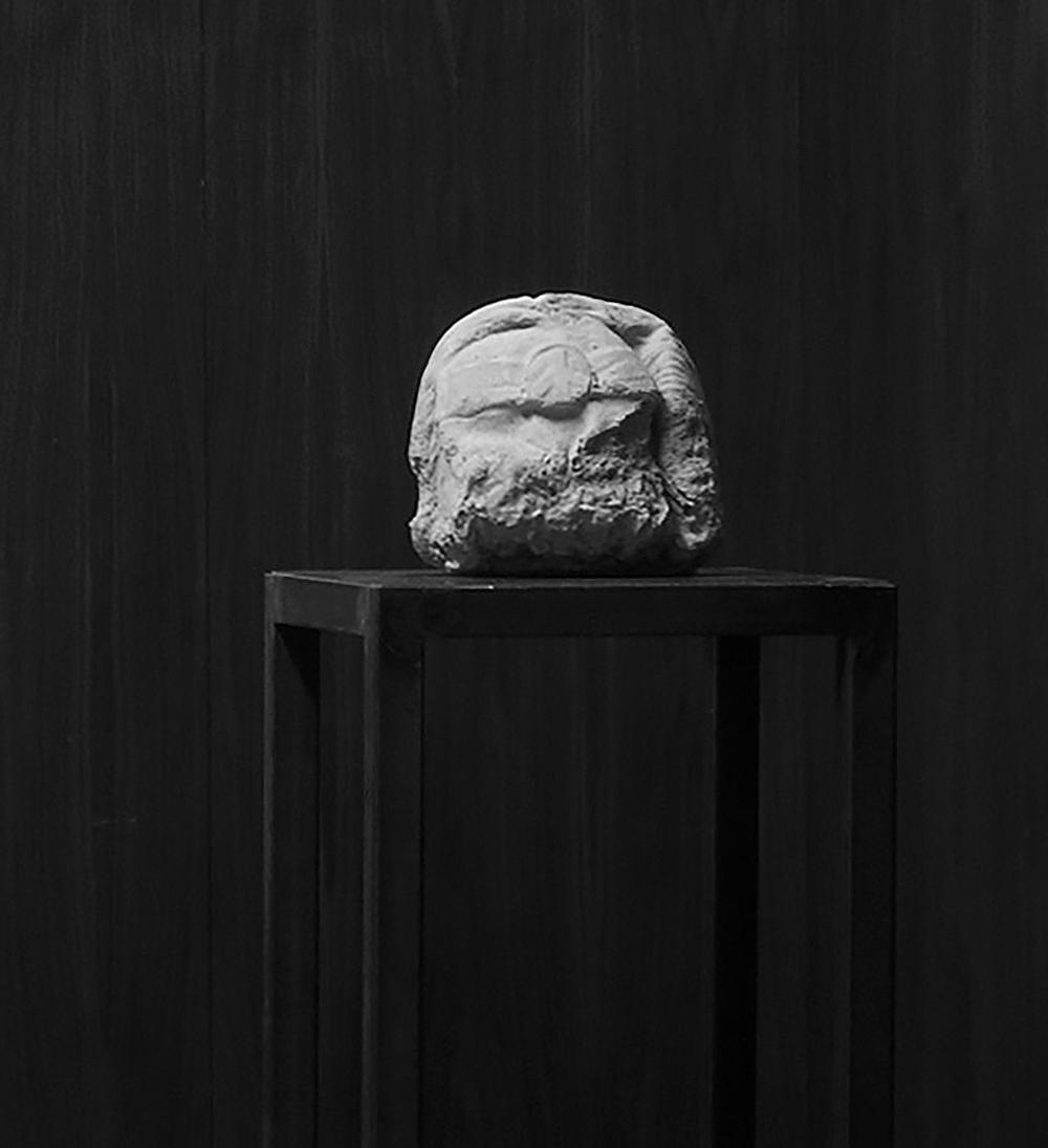 002_Bara, o.T., 2006, Beton, Marmor, Stahl, 136x31x31cm .jpg