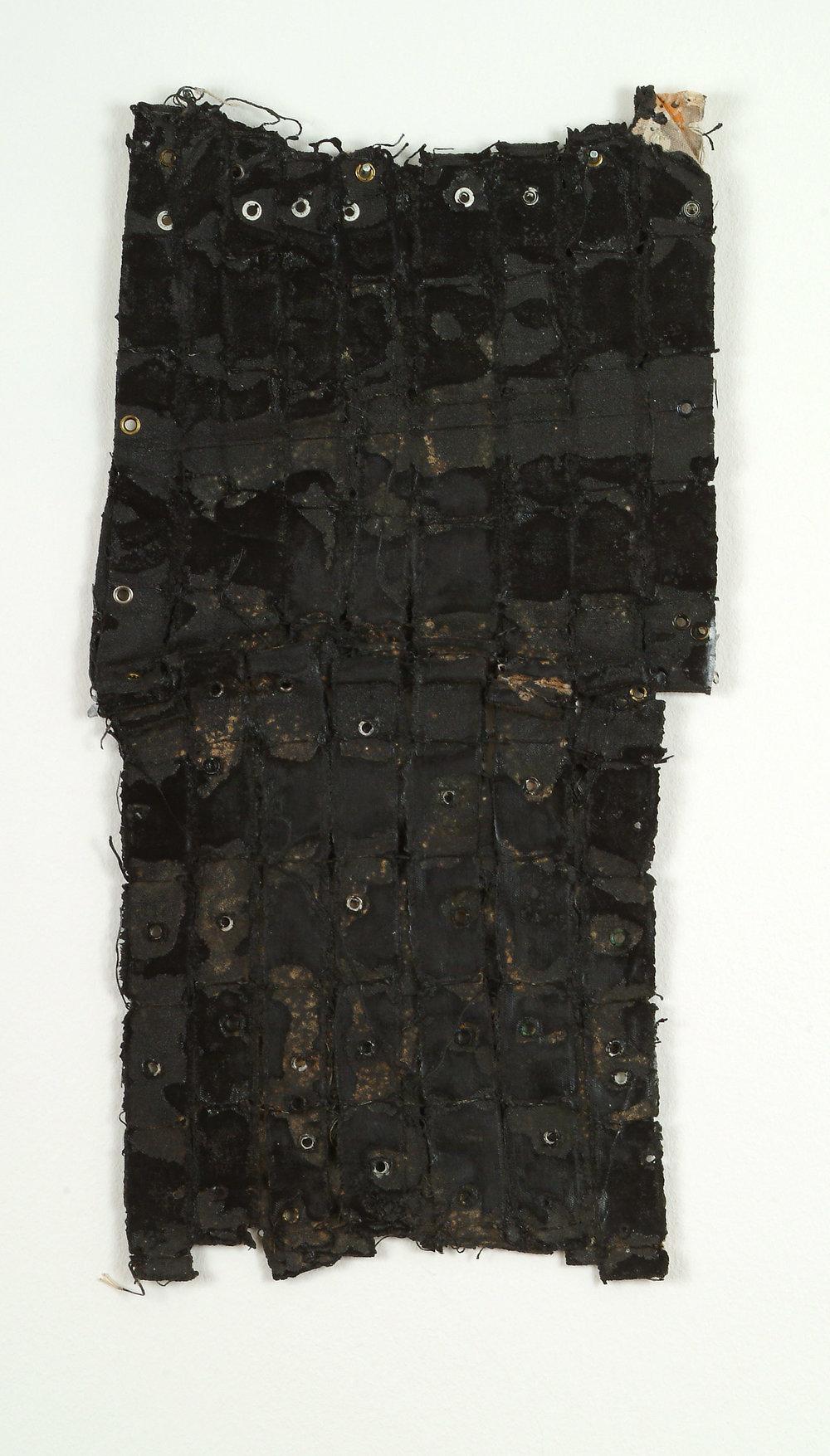 Untitled |1971 | Objekt: Acryl, Kleber, Gummi und Metallnieten auf Leinwand | 49 x 26 cm