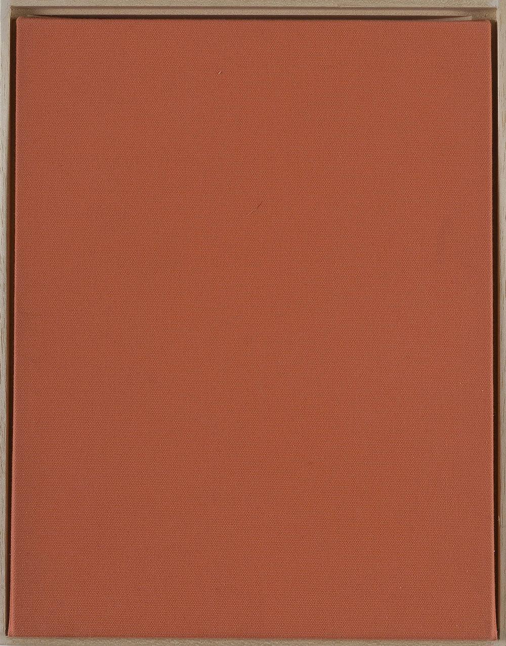 Werkhandlung 3, Der 1. Werksatz 3 | 2002 | Multiple einer Textilarbeit mit Videotape in Holzbox, mit Handzeichnung und Farbfoto in Pergaminhülle | 33 x 26 x 6 cm