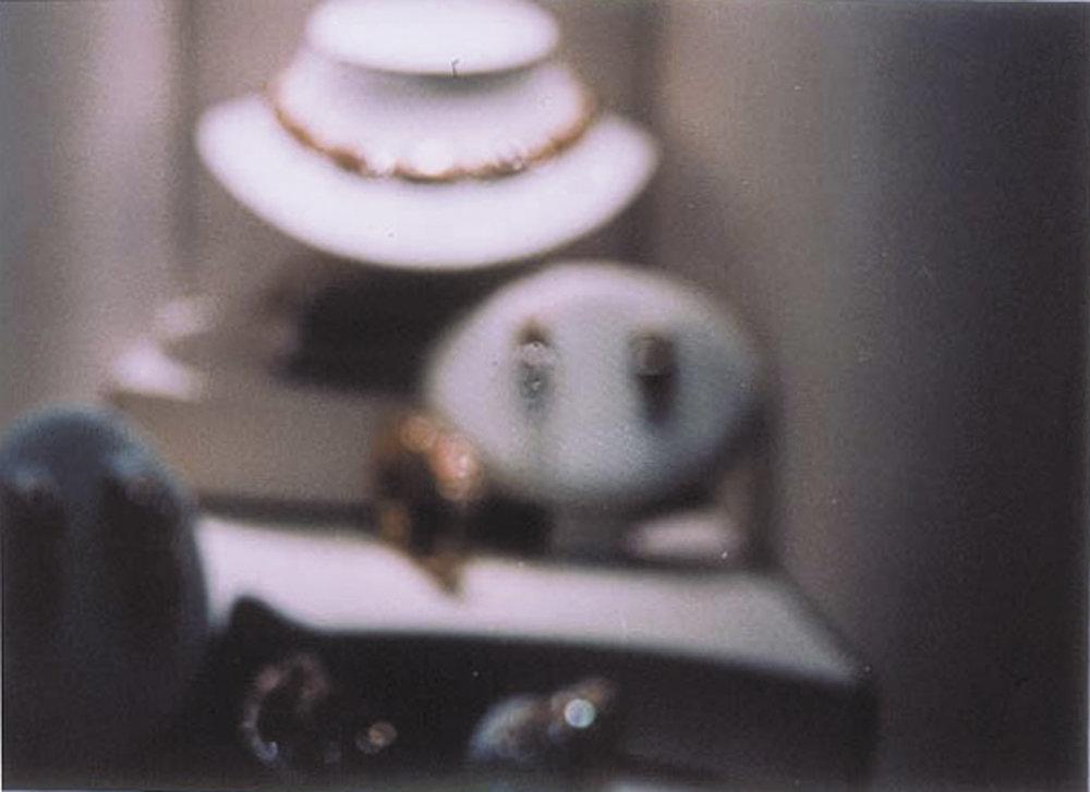 o.T. (Fingerabdruck auf Schaufensterscheibe von Luxusladen) | 1995 | Fotografie | 15 x 21 cm