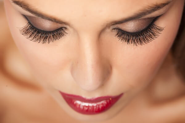 Lashes - Free naps with every lash service-