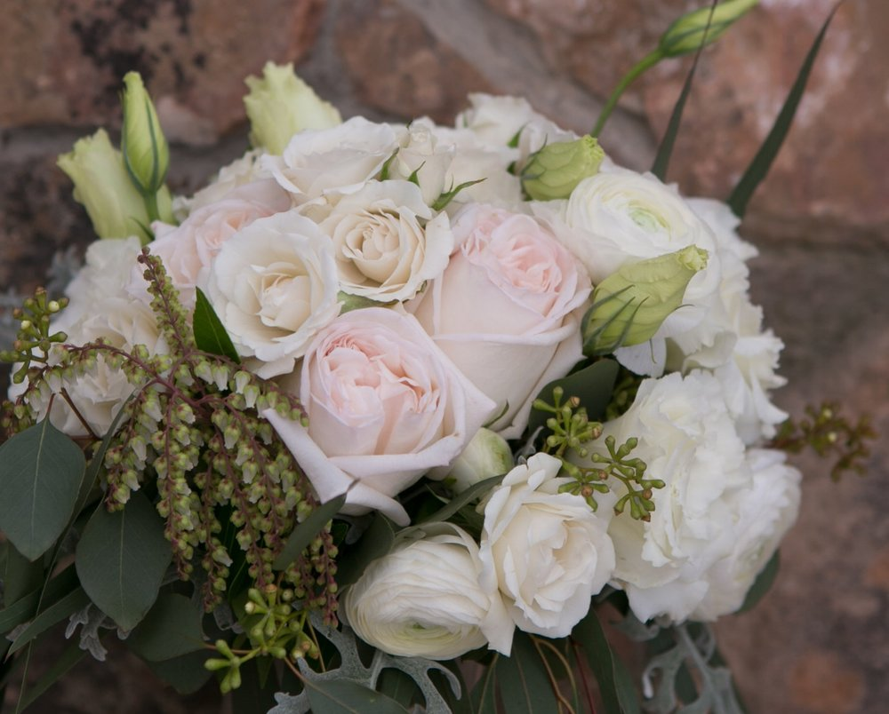 white wedding bouquet vail co