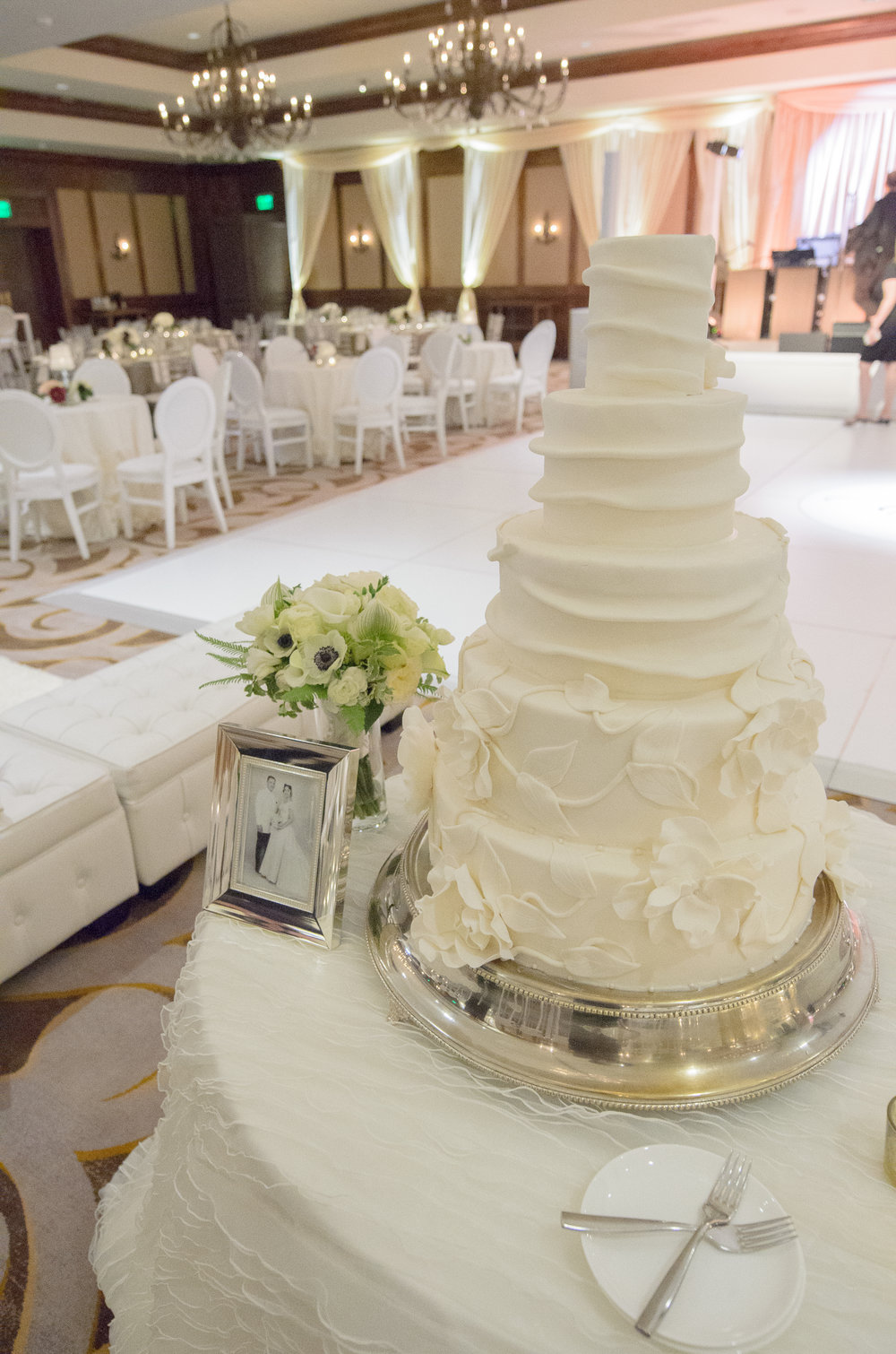 wedding cake flowers eagle co