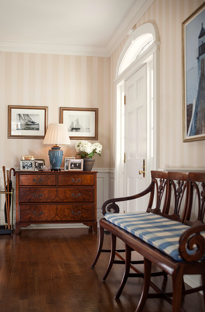 Hurlbutt_Kennebunk-Traditional-Beach-Cottage_Foyer_5.18.png
