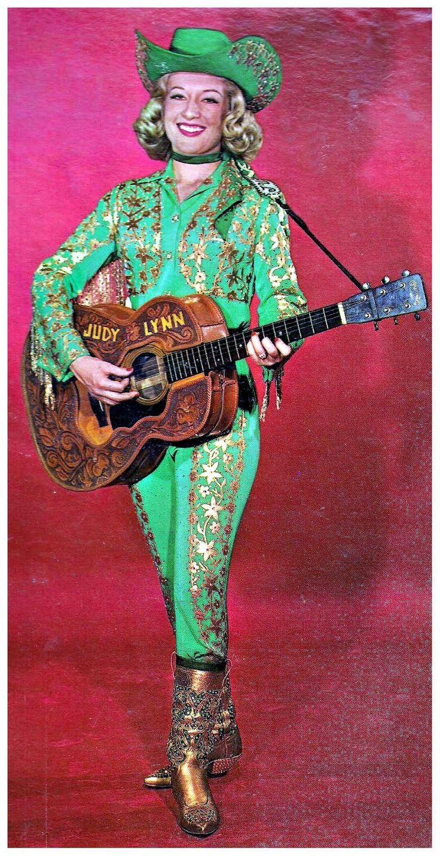 e031b705b9ca5c39156482edc74575d6--country-music-singers-vintage-cowgirl.jpg