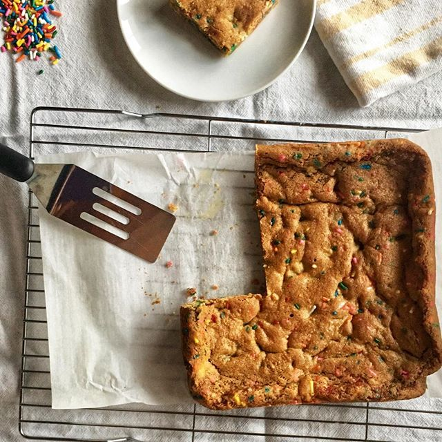 National Marzipan Day? I'm so in! I love marzipan and these Brown Butter Marzipan Blondies are insanely good! Link in profile