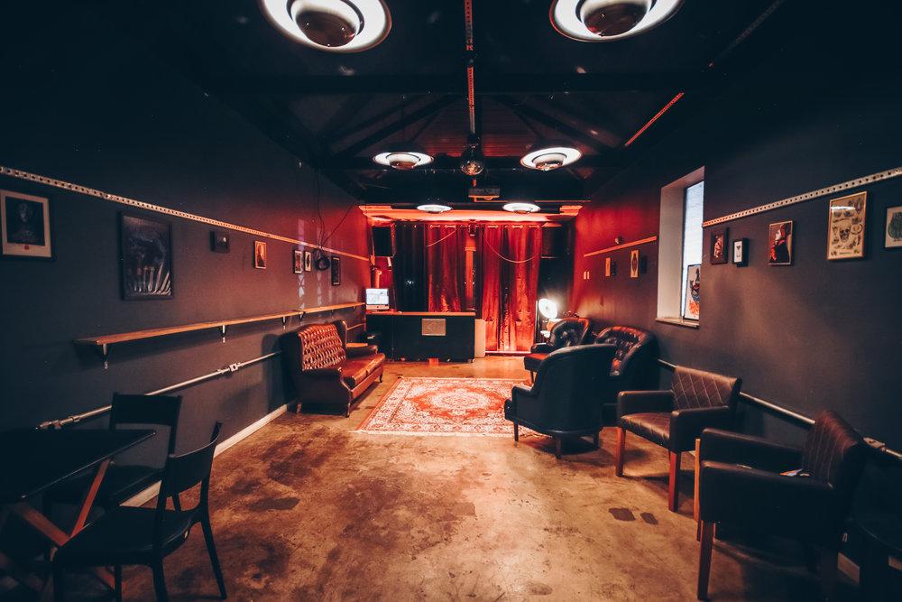 Salão superior com iluminação e som independente
