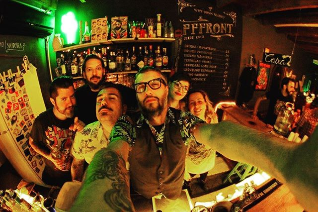 P/ compensar que fecharemos na sexta, vamos abrir HOJE QUARTA CARAY. Só chegar amores 🍻♥️ . . . . . #bar #drinks #beer #diyordie #vilamadalena #barsp #cerveja #music #vinyl #oldschool #art #posters #bike #live #independent #sumarezinho #pianobar #nossofffront #fffront #seufffront #bartender #barman #peopleofbalcão #whydrinkalone #sp #cocktails #birinaites4ever #bebidas #brazil