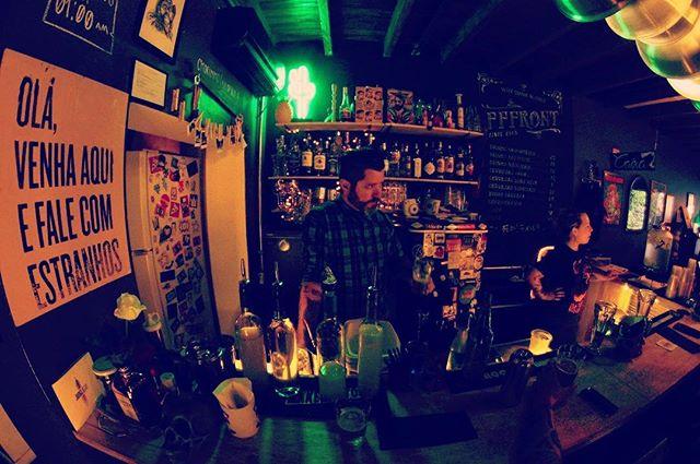 Lugar de estranhos ♥️ Hoje 19:00 🍻 . . . . . #bar #drinks #beer #diyordie #vilamadalena #barsp #cerveja #music #vinyl #oldschool #art #posters #bike #live #independent #sumarezinho #pianobar #nossofffront #fffront #seufffront #bartender #barman #peopleofbalcão #whydrinkalone #sp #cocktails #birinaites4ever #bebidas #brazil
