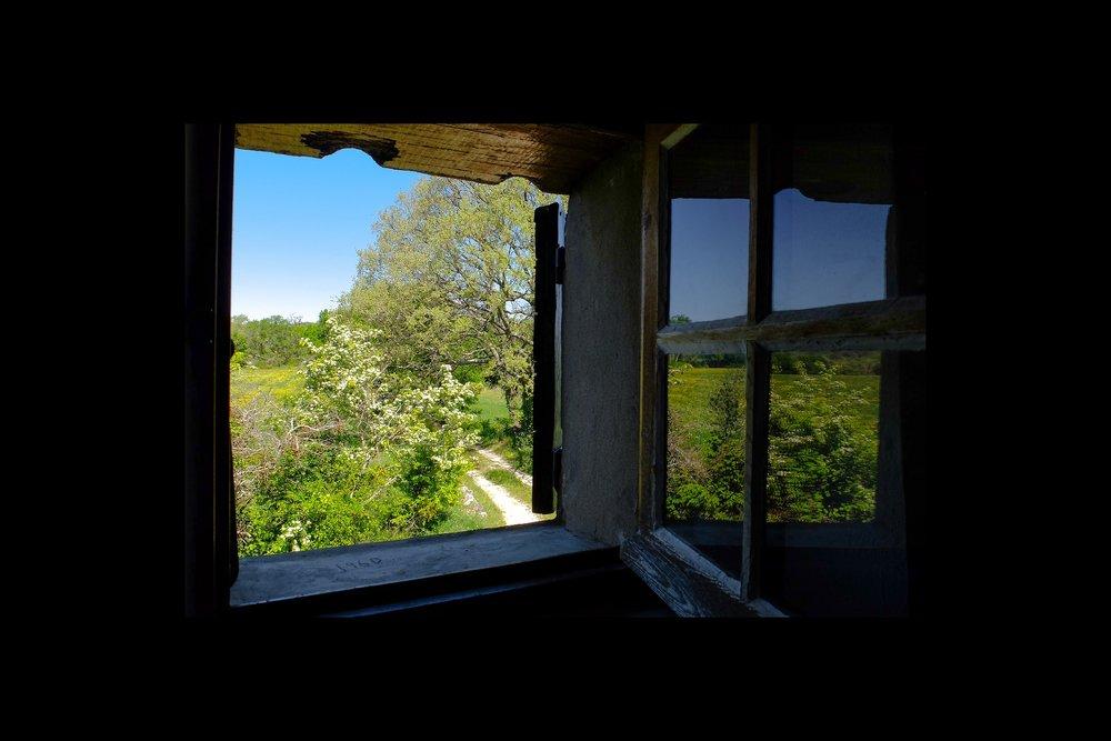 window-2689903_1920.jpg