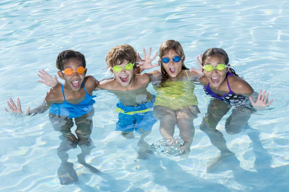4 kids in pool.jpg