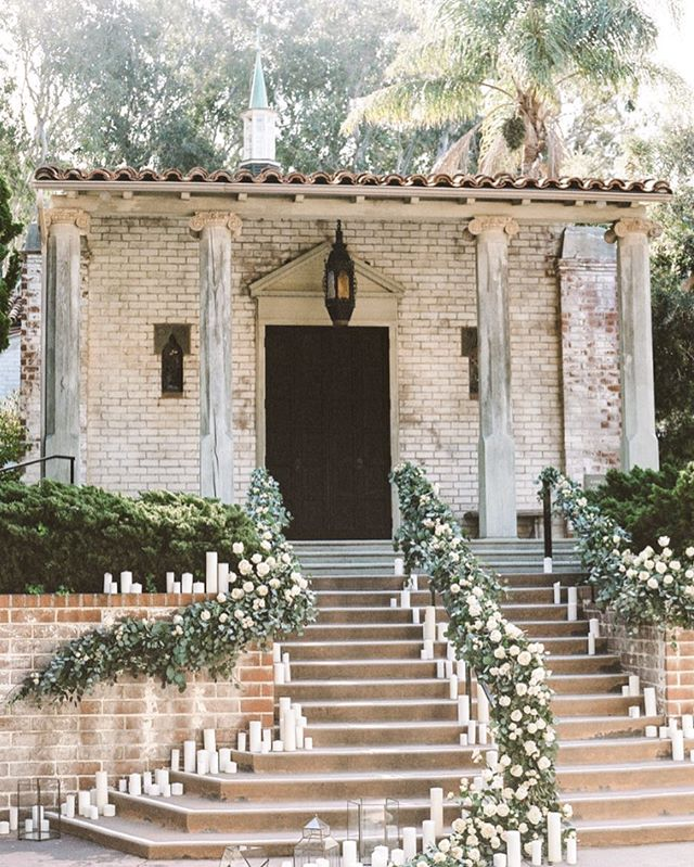 A beauty of an entrance #styledshoot with @tarynleachevents @rebeccayale @thebloomoftime