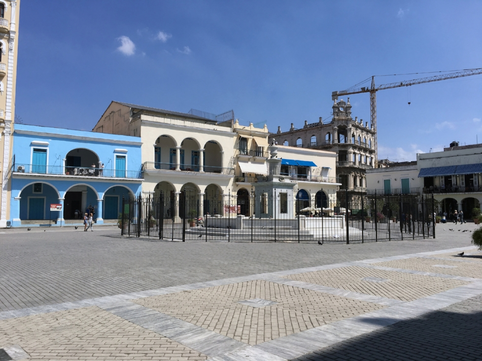 Figure        SEQ Figure \* ARABIC     6      .   Plaza Vieja  fit for tourist consumption. (Photo by Author, 2017)