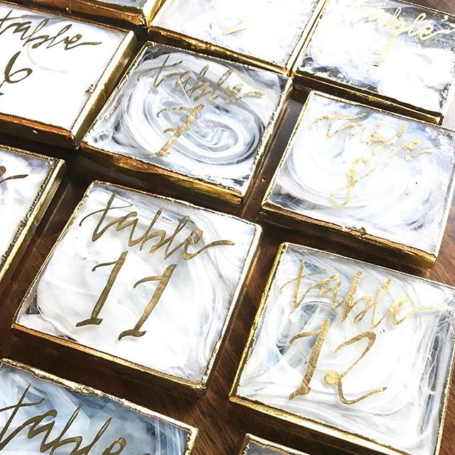 Marble coasters transformed into the perfect table numbers for last weekends wedding. I mean, I will never say no to this combination 🙌🏼