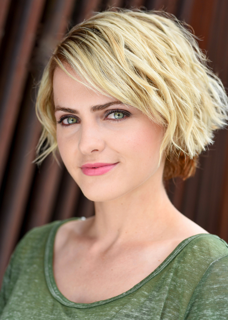 Reine Swart (Allison) - Originally from South Africa, Reine now calls Portland, Oregon her home. She has played in various TV series such as Syfy's Dominion (2015), BBC's Jamillah and Aladdin (2016), and National Geographic's Origins (2017). She also stars in The Empty Man (2018) opposite James Badge Dale.