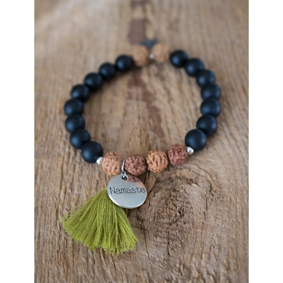 Bracelet Namaste, disponible ici.