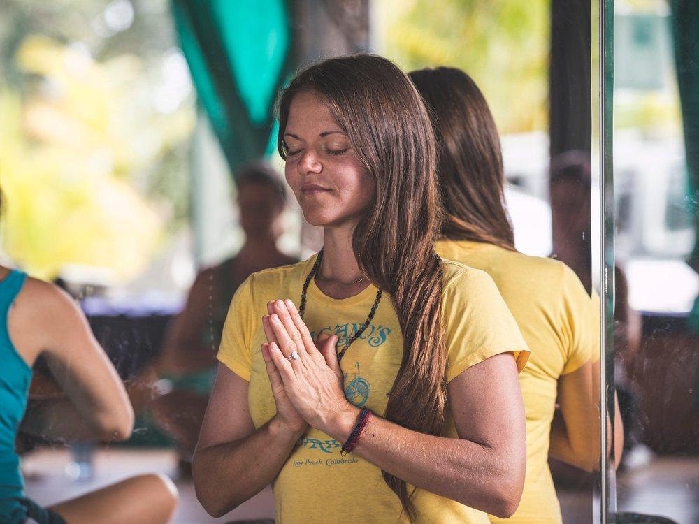 Dominique - Facilitatrice de l'atelier FEU & professeure de yoga