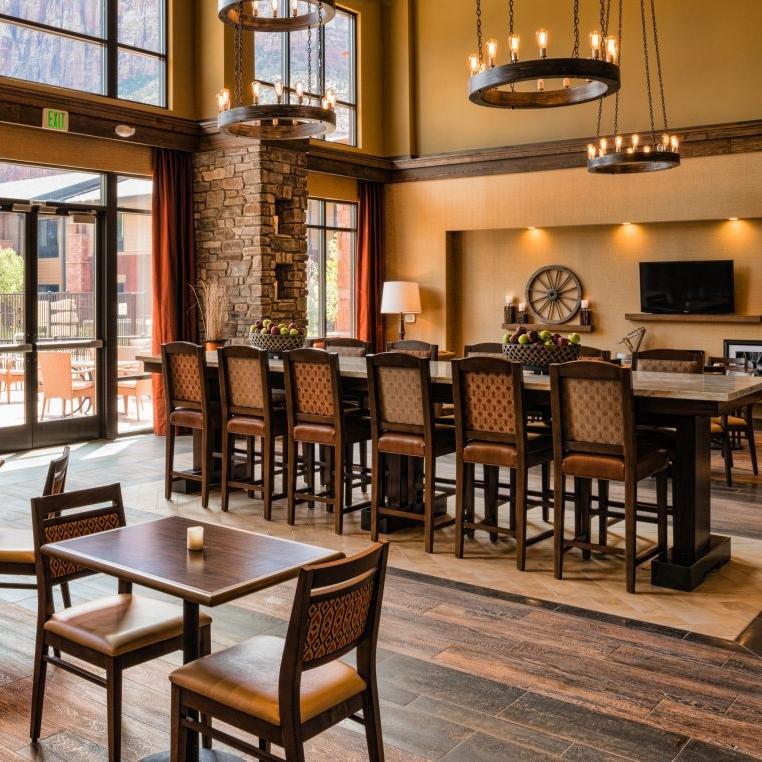 Hampton Inn Lobby2.jpg