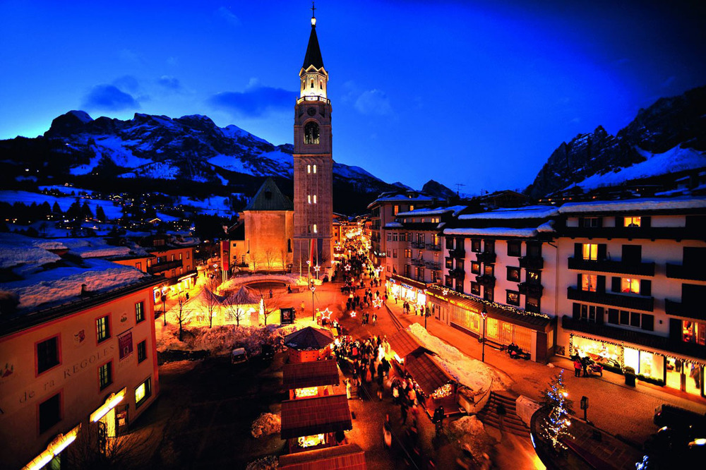 Cortina night streets.jpg