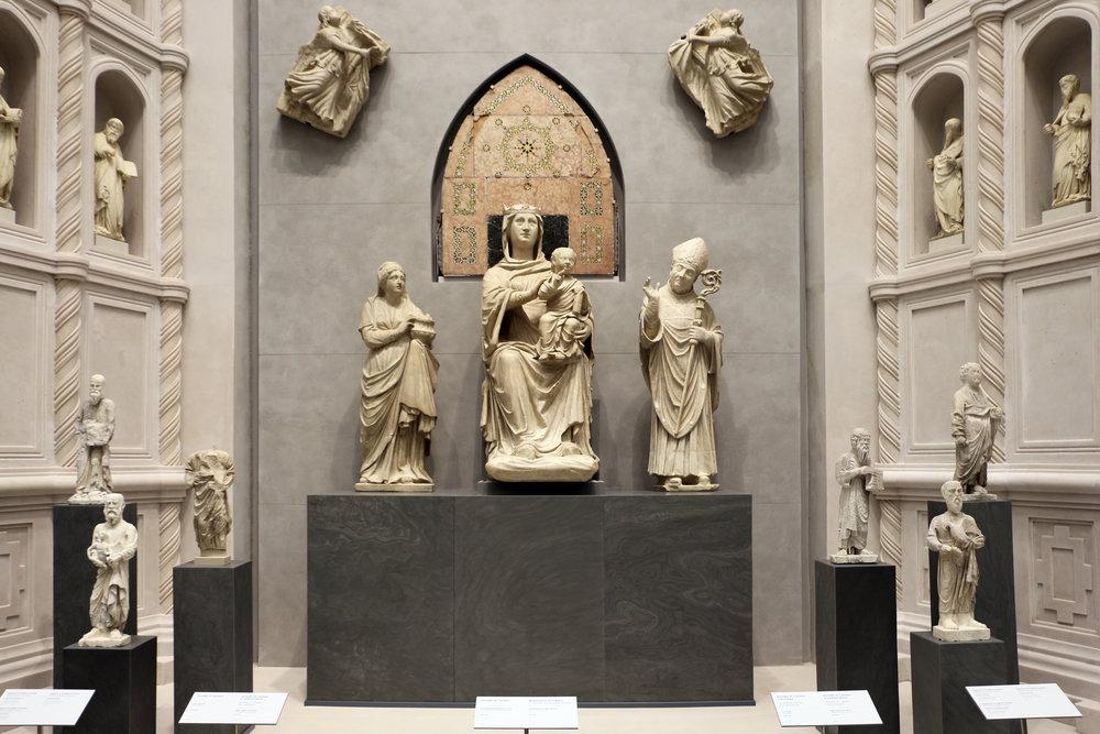 Arnolfo_di_cambio_e_bottega,_gruppo_del_portale_centrale_di_santa_maria_del_fiore,_1300-10_ca.JPG
