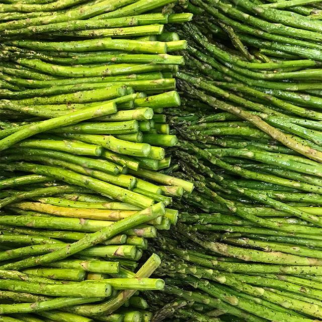 Kick some asparagass! This vibrant vegetable has it all: vitamins A, C, E, K, B6 AND folate, calcium, and fiber. Steam it! Roast it! Grill it! It's all delicious and nutritious. #superfood #ketofriendly #cancerdiet #remissionkitchen #eattobeat #asparagus #healthyfood #fitfood #cleaneating