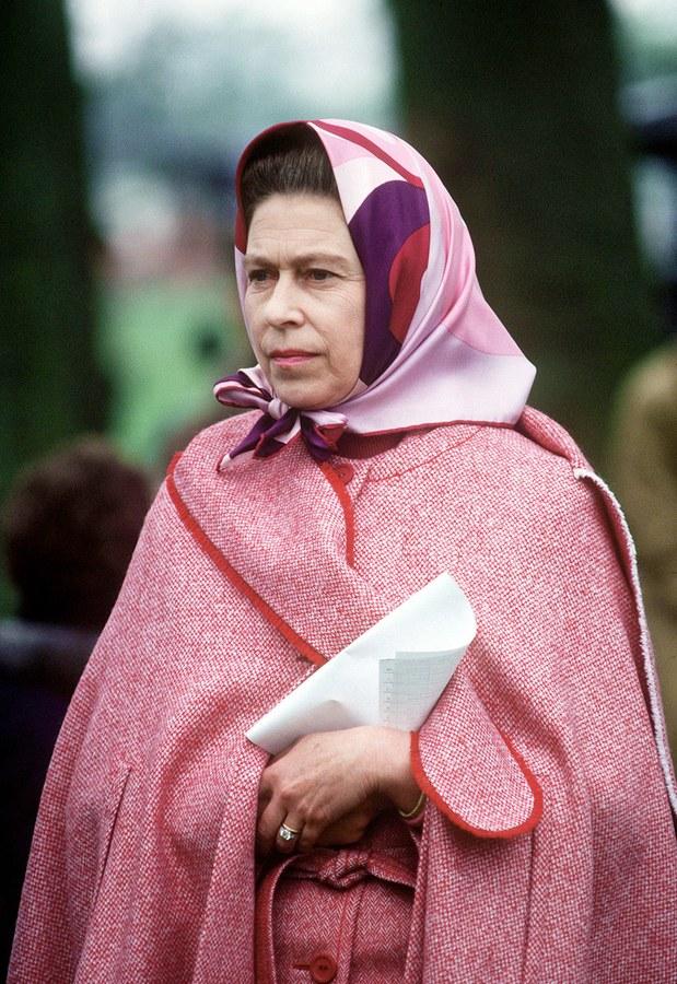 Queen Elizabeth looking pretty in pink.jpg