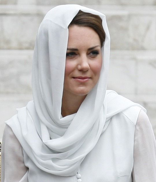 Catherine, Duchess of Cambridge visits Assyakirin Mosque on day 4 of Prince William, Duke of Cambridge and Catherine, Duchess of Cambridge's Diamond Jubilee Tour of t.jpg