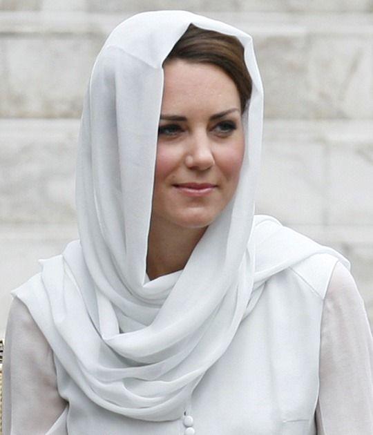 Catherine, Duchess of Cambridge visits Assyakirin Mosque on day 4 of Prince William, Duke of Cambridge and Catherine, Duchess of Cambridge's Diamond Jubilee Tour of t.jpg