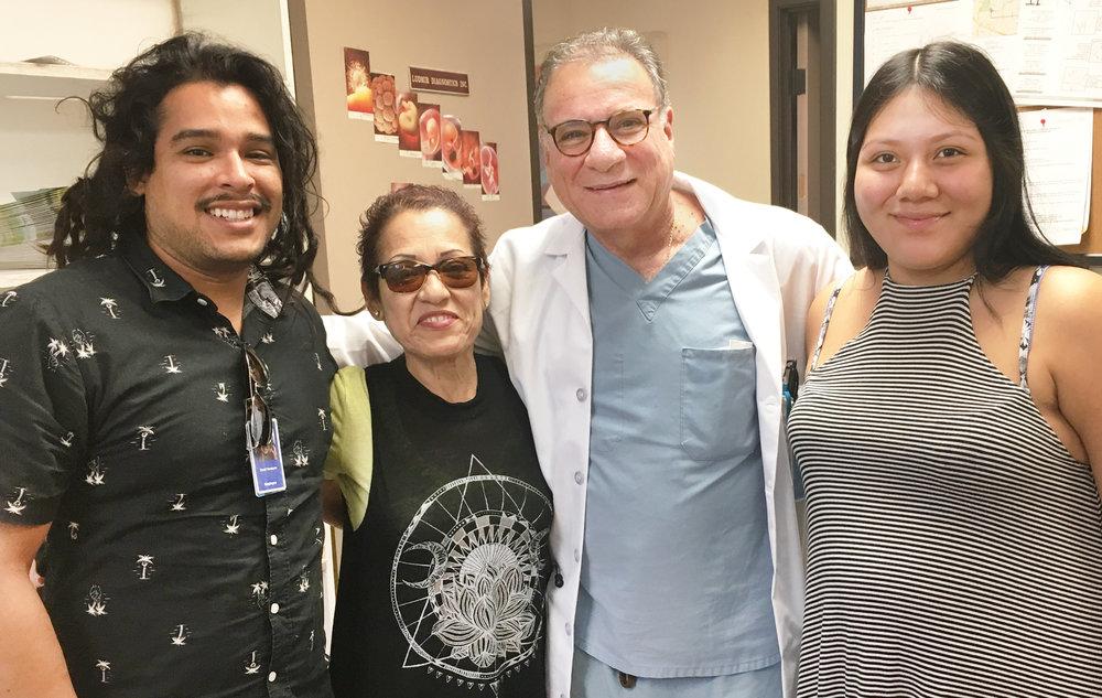 病人推薦 - 「我非常感謝Dr. Ludmir,當沒有其他醫生想把我醫好時,只有他願意給我做手術。 他的技術很好,我很高興能遇到他。」— Esperanza C.
