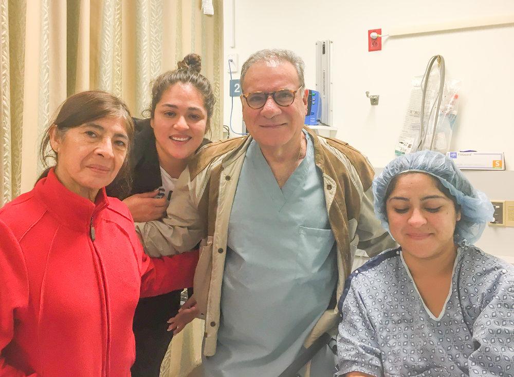 Testimonios - He sido un paciente por 30 años. Entregó a mi hija y me hizo una histerectomía. Es un médico muy bueno y afectuoso.- Luci M.