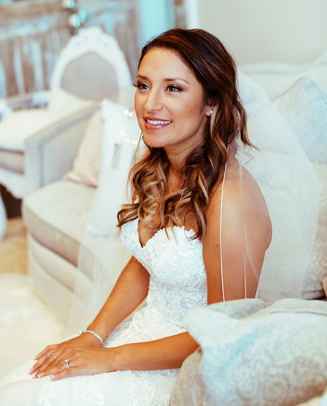 @west.vita 📸 Marion is the perfect example of my bronzed, glowy, natural smokey bride! Perfect for those outdoor Texas weddings!