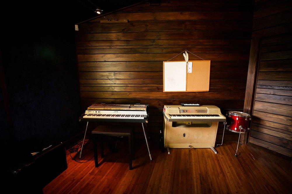 red-moon-studios-gear-4.jpg