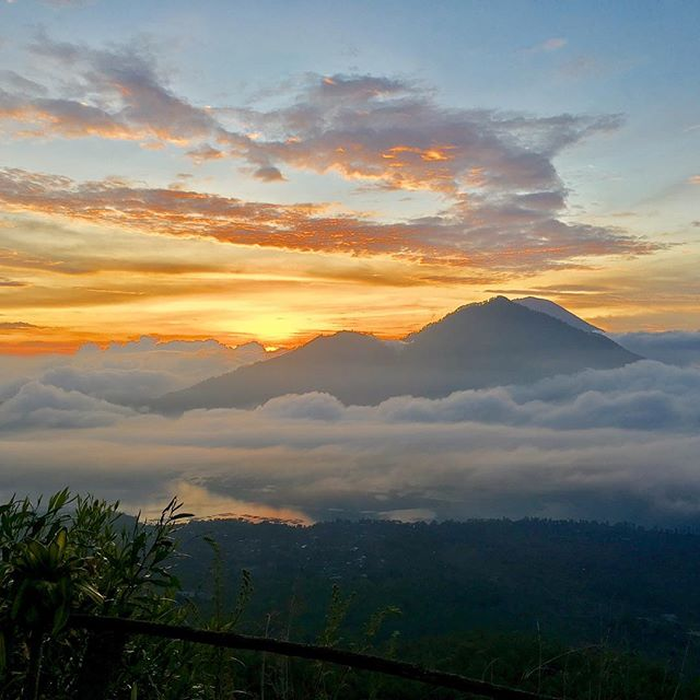 1. Wake up at 3am, 2. Hike Mount Batur, 3. See the sunrise
